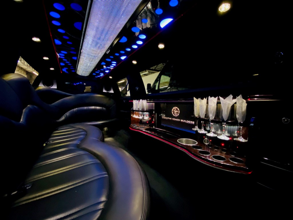 Lincoln MKX Luxurious Bar Interior for 8 Passengers